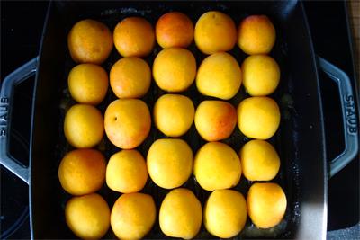 Aprikosen in Pfanne