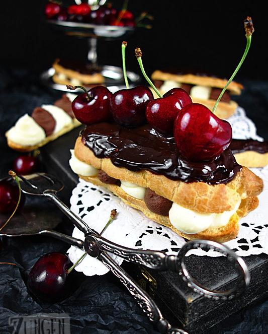 Eclairs gefüllt mit Schokosahne und Puddingcreme