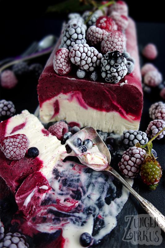 Parfait mit Vanille und Beeren