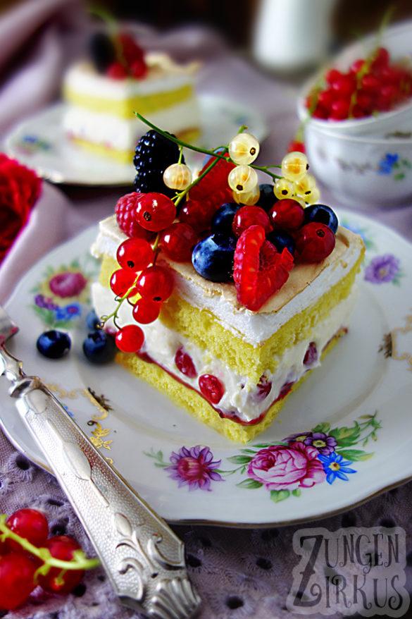 gefüllter Beerenkuchen