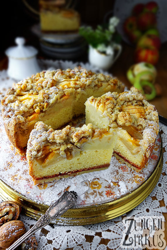 einfacher Apfelkuchen mit Walnüssen