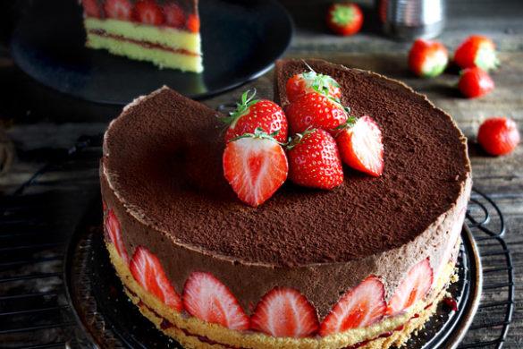 Schokomousse-Torte / Schokotorte mit Erdbeeren