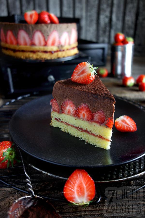 Torte mit dunkler Schokomousse