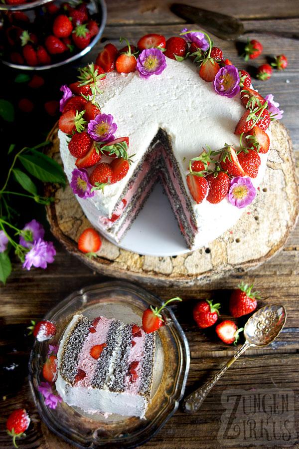 Mohntorte mit Erdbeeren